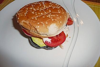 Tomaten-Auberginen-Avocado-Burger 85