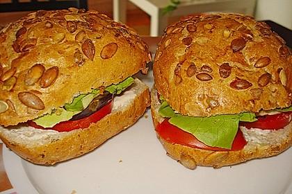 Tomaten-Auberginen-Avocado-Burger 47