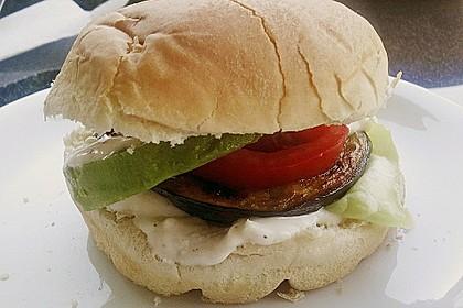 Tomaten-Auberginen-Avocado-Burger 79