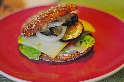 Tomaten-Auberginen-Avocado-Burger 29