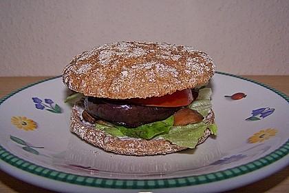 Tomaten-Auberginen-Avocado-Burger 35