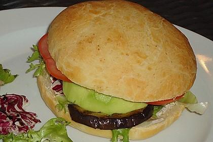 Tomaten-Auberginen-Avocado-Burger 48