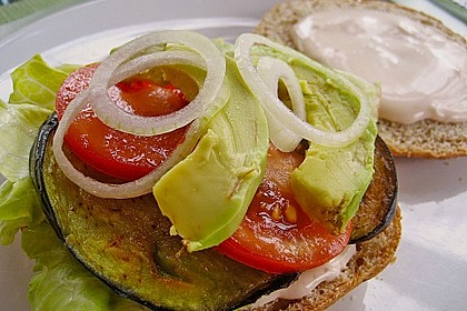 Tomaten-Auberginen-Avocado-Burger 43