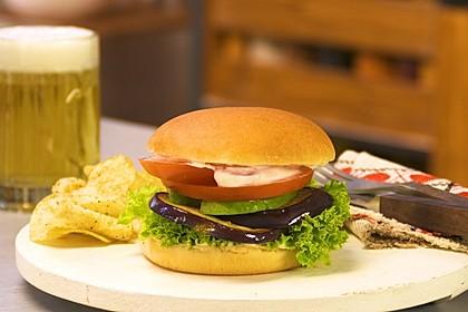 Tomaten-Auberginen-Avocado-Burger 1