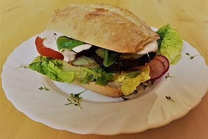 Tomaten-Auberginen-Avocado-Burger 12