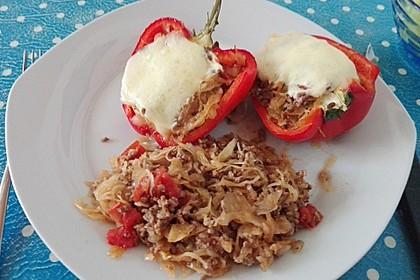 Paprika gefüllt mit Hack und Sauerkraut
