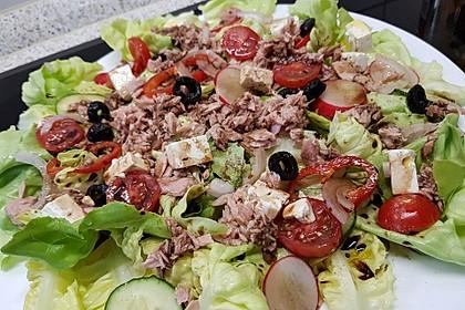 Eichblattsalat mit Thunfisch und Schafskäse (Bild)