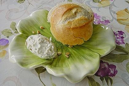 Frischkäsecreme mit Pinienkernen und Basilikum 2