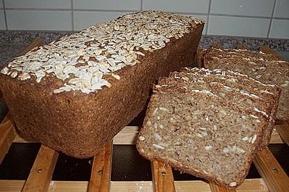 Saftiges Mehrkorn - Schrotbrot mit verschiedenen Saaten 16