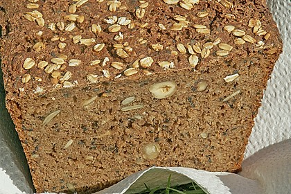 Saftiges Mehrkorn - Schrotbrot mit verschiedenen Saaten 21