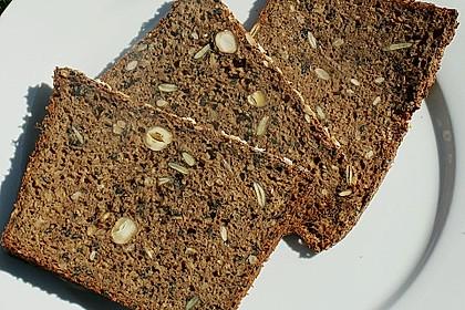 Saftiges Mehrkorn - Schrotbrot mit verschiedenen Saaten 5