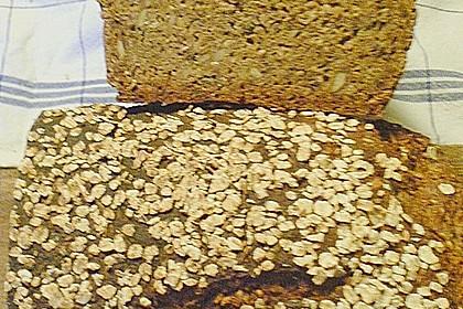 Saftiges Mehrkorn - Schrotbrot mit verschiedenen Saaten 23