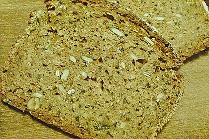 Saftiges Mehrkorn - Schrotbrot mit verschiedenen Saaten 22