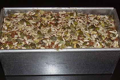 Saftiges Mehrkorn - Schrotbrot mit verschiedenen Saaten 28