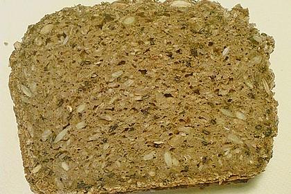 Saftiges Mehrkorn - Schrotbrot mit verschiedenen Saaten 9