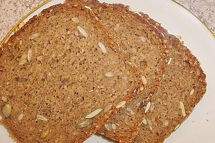 Saftiges Mehrkorn - Schrotbrot mit verschiedenen Saaten 12