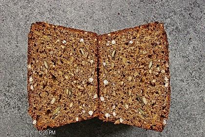 Saftiges Mehrkorn - Schrotbrot mit verschiedenen Saaten 1
