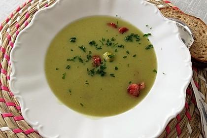 Rosenkohlsuppe mit Cabanossi und Basilikum