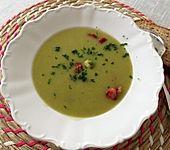Rosenkohlsuppe mit Cabanossi und Basilikum (Bild)