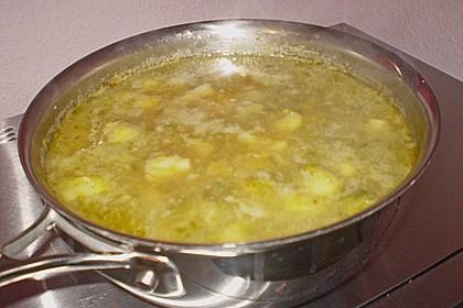 Rosenkohlsuppe mit Cabanossi und Basilikum 10