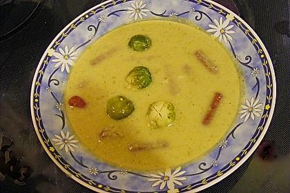 Rosenkohlsuppe mit Cabanossi und Basilikum 4