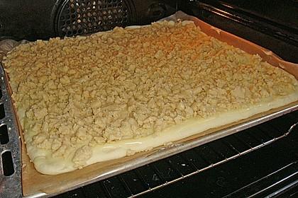 Hefekuchen vom Blech mit Pudding und Streuseln 16
