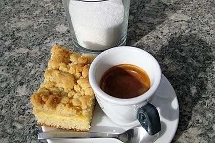 Hefekuchen vom Blech mit Pudding und Streuseln 1