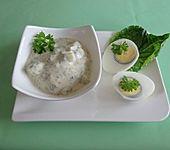 Eier mit feiner Kräutersauce (Bild)