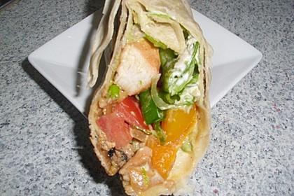Chicken Wrap mit Gemüse, Guacamole und Crème fraîche 38