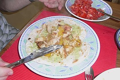 Chicken Wrap mit Gemüse, Guacamole und Crème fraîche 41