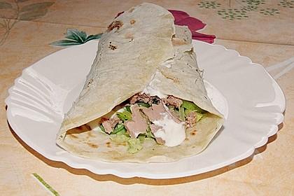 Chicken Wrap mit Gemüse, Guacamole und Crème fraîche 30