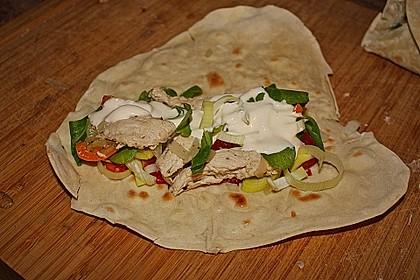Chicken Wrap mit Gemüse, Guacamole und Crème fraîche 25