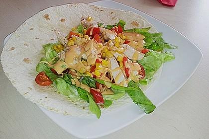 Chicken Wrap mit Gemüse, Guacamole und Crème fraîche 24