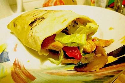 Chicken Wrap mit Gemüse, Guacamole und Crème fraîche 34