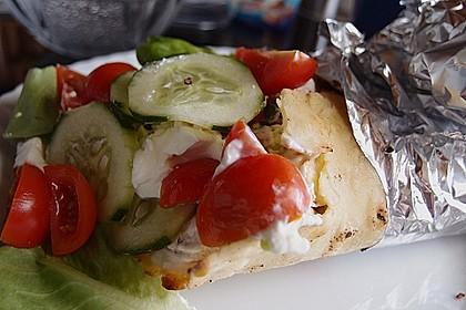 Chicken Wrap mit Gemüse, Guacamole und Crème fraîche 22