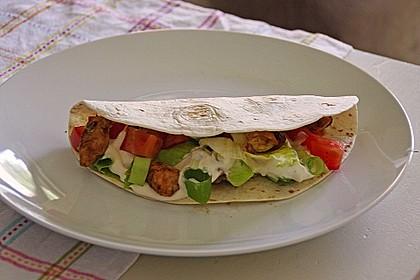 Chicken Wrap mit Gemüse, Guacamole und Crème fraîche 13
