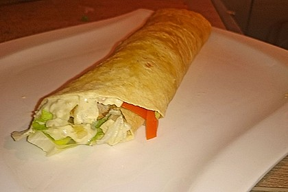Chicken Wrap mit Gemüse, Guacamole und Crème fraîche 37