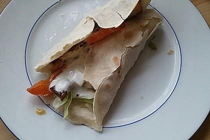 Chicken Wrap mit Gemüse, Guacamole und Crème fraîche 39