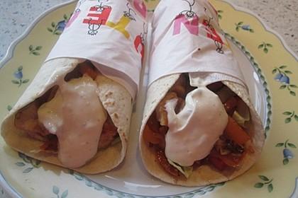Chicken Wrap mit Gemüse, Guacamole und Crème fraîche 21