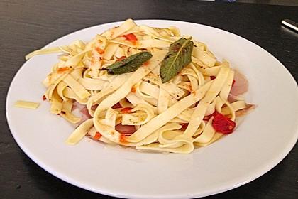 Bandnudeln mit Salbeibutter, gebratenen Tomaten und Bresaola 2