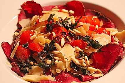 Bandnudeln mit Salbeibutter, gebratenen Tomaten und Bresaola