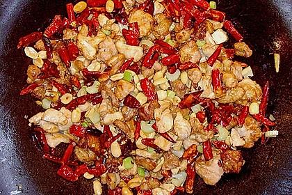 Hähnchenfleisch mit getrockneten Chilis