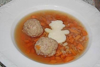 Klare Wildsuppe mit Fleischklößchen