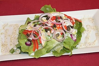 Kopfsalat mit Avocado, Paprika und Kürbiskernen 2