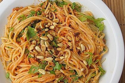 Pasta mit rotem Schafskäse - Pesto und Rucola 1