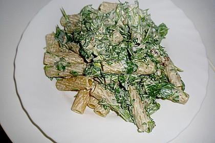 Pasta mit rotem Schafskäse - Pesto und Rucola 7