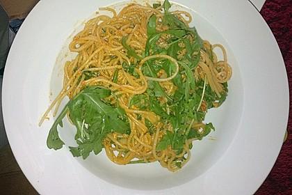 Pasta mit rotem Schafskäse - Pesto und Rucola 9