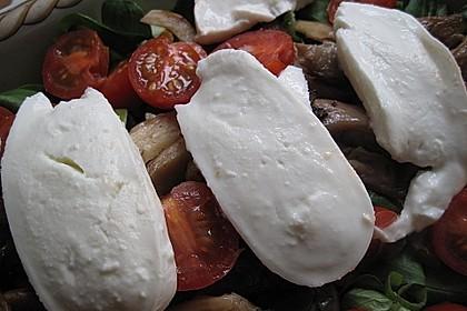 Lauwarmer Feldsalat mit Austernpilzen, Tomaten und Mozzarella 2