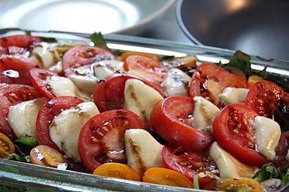 Lauwarmer Feldsalat mit Austernpilzen, Tomaten und Mozzarella