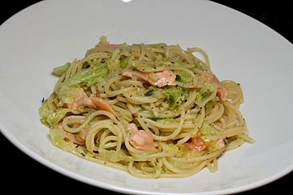 Spaghetti mit Lachs und Wirsing (Bild)